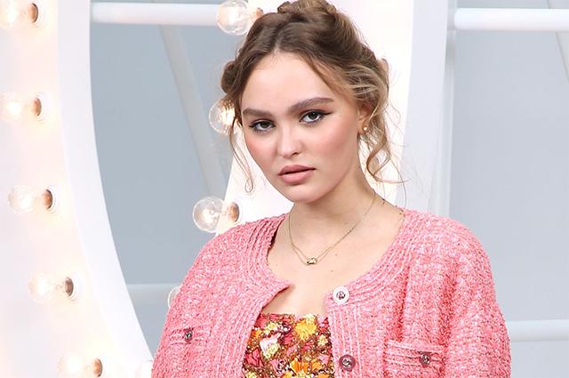Неделя моды в Париже: Ванесса Паради, Лили-Роуз Депп, Марион Котийяр и другие на показе Chanel