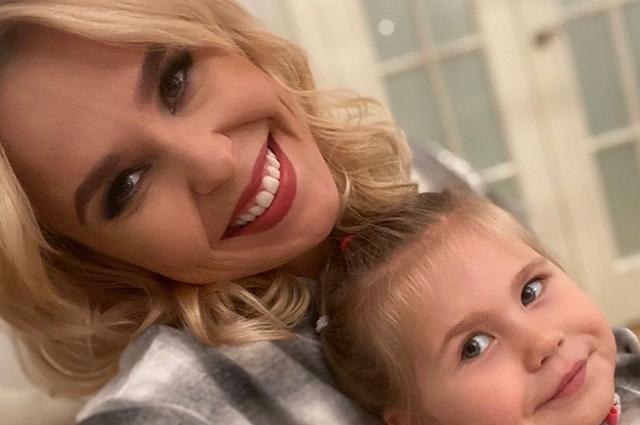 Пелагея поделилась новыми снимками с дочерью