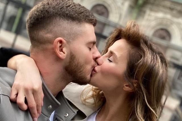 Пользователи сети подозревают, что Алекса рассталась с женихом