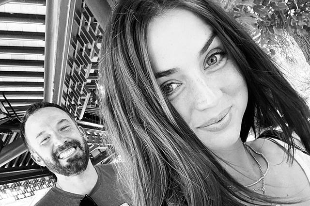 Ана де Армас и Бен Аффлек опровергли слухи о своем расставании. Теперь их заподозрили в помолвке
