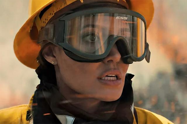"""Анджелина Джоли в триллере """"Те, кто желает мне смерти"""": первые кадры"""